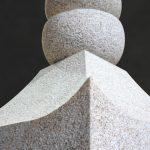 名張市東山墓園に建之した五輪塔です。こちらは奈良県天理市にある、鎌倉時代に作られた長岳寺の五輪塔を本歌に製作しました。現代の名工谷本雅一が昔ながらの手加工で全て製作しました。長岳寺型五輪塔火輪・風輪・空輪パーツ写真です。