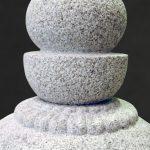岩手県南相馬市に建之された八角五輪塔です。現代の名工谷本雅一が、全て手加工で製作しました。東日本大震災で被災された方々の供養塔として製作しました。第2回日本石塔展覧会「優秀賞」受賞作品です。日本3大銘石の一つである奈良石を使用しました。空輪・風輪・蓮華パーツ写真です。