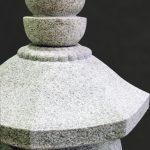 岩手県南相馬市に建之された八角五輪塔です。現代の名工谷本雅一が、全て手加工で製作しました。東日本大震災で被災された方々の供養塔として製作しました。第2回日本石塔展覧会「優秀賞」受賞作品です。日本3大銘石の一つである奈良石を使用しました。空輪・風輪・火輪パーツ写真です。